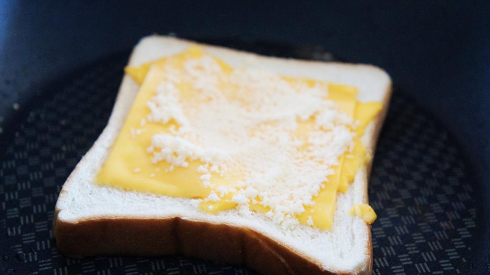 チーズを乗せる
